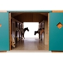 Kids Globe - Häststall För Hästar Schleich Med 7 St. Hästboxar. Kids Globe. Skala 1:24